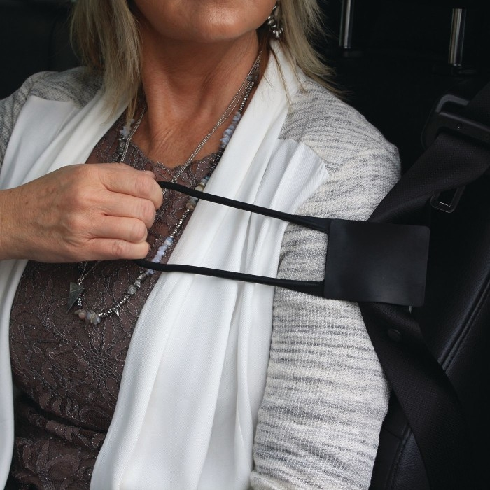 Grab n' Pull Seat Belt Reacher